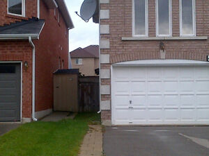 Very Clean and Quite Basement Apt in Richmond Hill