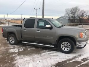 2012 GMC SIERRA NEVADA- 4wd - V8.//Reduced to $10,000