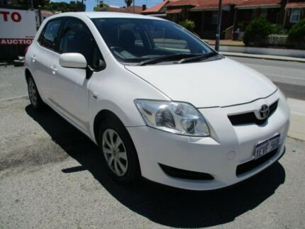 2007 Toyota Corolla White Manual Hatchback