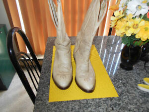 QUALITY BOULET COWBOY BOOTS LADIES SIZE 10 LIKE NEW .