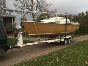 Hughes Northstar 22  sailboat, motor and trailer