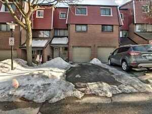 4 Bdrm Condo Townhouse In The Heart Of Pickering