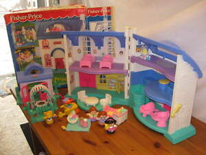 Maison Little People - Fisher price West Island Greater Montréal image 6