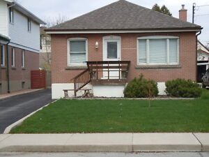 Awesome 4 Bedroom Bungalow Central Mountain. Wont Last !!!