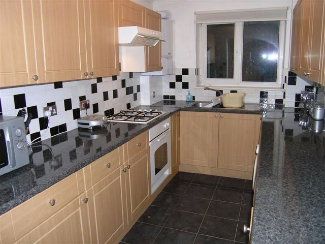 AVAILABLE GOOD 2 DOUBLE SIZE FLAT IN SW20!!CLOSE TO WIMBLEDON STATION