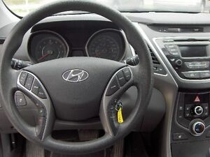 2014 Hyundai Elantra GL Sedan Price Drop To sell !! London Ontario image 10