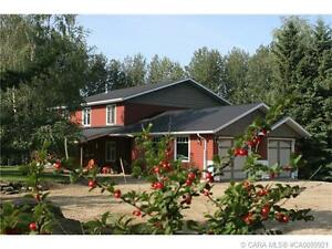 +++ AMAZING ACREAGE JUST MINUTES FROM RED DEER, MUST SEE!! +++