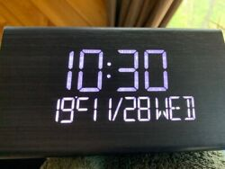 New Modern Wooden Wood Digital LED Desk Alarm Clock Thermometer Calendar CHIP