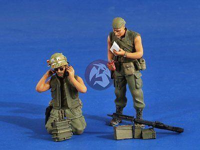Verlinden 1/35 US Artillery Spotters with Gear in Vietnam War 2 Figures 2561