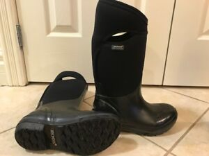 Bogs -  Women's size 6 and Mens Size 7