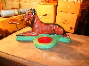 Dog statue /Statue de chien