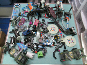 HUGE LOT OF VINTAGE FISHER-PRICE CONSTRUX BUILDING PIECES