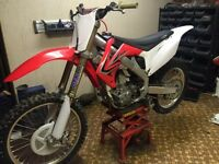 2010 HONDA CRF250R to sell. Fuel injected Awesome bike.