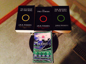 Lord of the rings bookset (mint shape) Cambridge Kitchener Area image 1