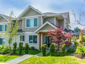 Near-new North Nanaimo Townhome