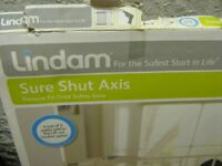 Lindam, Sure Shut Axis, Child Safety Gate. Practically new, hardly used,easy to construct.