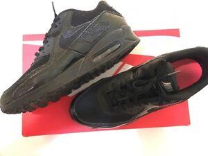 womens Nike Air Max. Black on Black