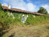 FRANCE, Charente. Farmhouse with 1 and 3/4 acres of land. Beautiful location and open views.