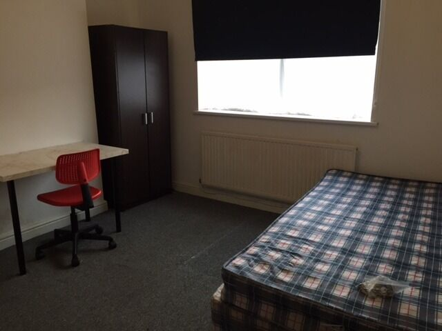 ROOM TO RENT * ALL BILLS INCLUDED * ROOM B * VERY CLOSE TO MERRY HILL SHOPPING CENTRE * CALL NOW