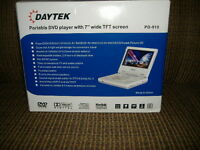 "NEW DAYTEK PD-910 Portable DVD player with 7"" wide TFT Screen"