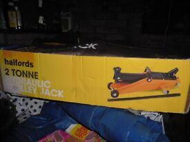 Halfords 2 Tonne Hydraulic Trolley Jack