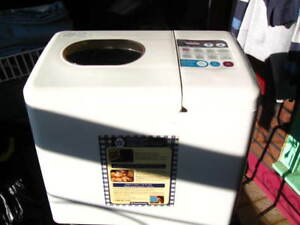 BREAD Machine  Large size 2lbs exc cond 45$
