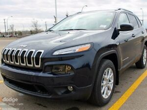 2016 Jeep Cherokee North 4x4 - Full Sunroof - Heated Steering Wh