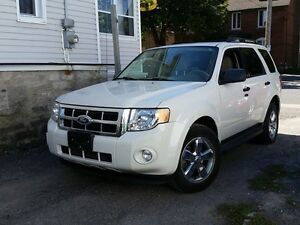 2010 Ford Escape XLT LEATHER INT. 0 DOWN $68 WEEKLY!