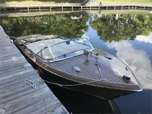***THE ULTIMATE WATERCRAFT***FIBERGLASS CHRIS CRAFT STYLED WOODY