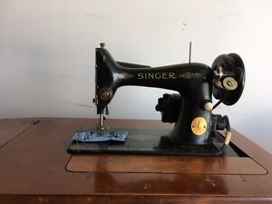 SINGER SEWING MACHINE AND BENCH