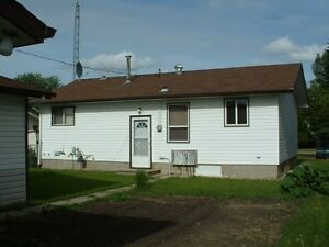 Home WITH THREE bay heated Garage with attached shop . Strathcona County Edmonton Area image 2