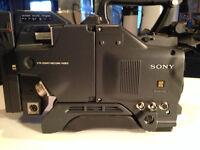 SONY D30 CAMERA WITH CA 537 !!! FREE SONY HARD CASE !!!