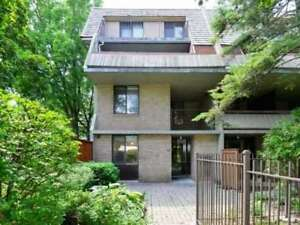 Highly Sought After Large End Unit In Heart Of Mississauga In Wa