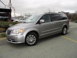 2016 Chrysler TOWN & COUNTRY Touring (DUAL DVD, MOONROOF, NAVIGA