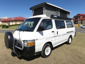 Toyota Hiace Camper – LARGE LOUNGE – POP TOP