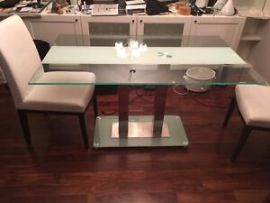 Glass Table with 4 white Leather Chairs
