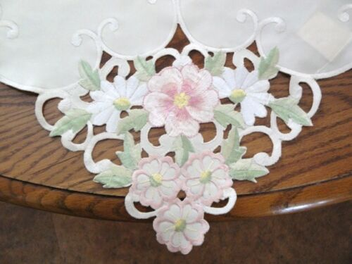 Pretty Pink Pedals Table Topper