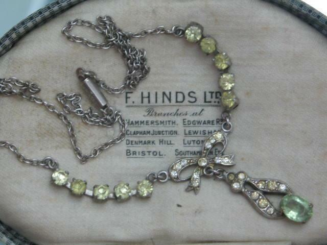 EDWARDIAN RHINESTONE MIZPAH NECKLACE BOW & PERIDOT GREEN OPENBACK CRYSTAL PASTE