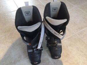 Womans Downhill ski boots