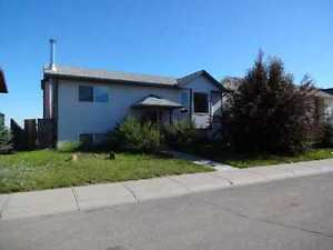 3 bedroom 2 bath house in Strathmore