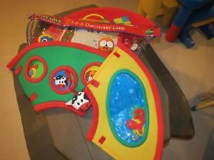 """""""TINY LOVE"""" - 1,2,3, DISCOVERY LANE (PLAY MAT)"""