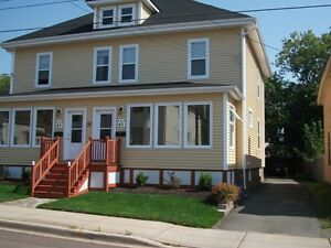 LARGE 3BDRS SIDE-BY-SIDE DUPLEX  -  AVAILABLE MAY 1ST