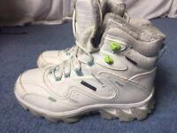 SALOMON Womens snow boots/ hiking