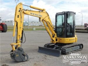 2015 New Holland E35B Mini Excavator 28hp, dlx cab with A/C,17HR
