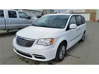 2014 Chrysler Town & Country Luxury LEATHER/DVD's/Nav/Backupcame
