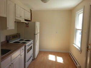LOVELY 2 BEDROOM APARTMENT CLOSE TO DOWNTOWN - 305 Montreal St Kingston Kingston Area image 4