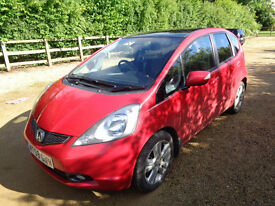 2009 HONDA JAZZ EX- VTEC. S-A IN RED . ( TOP OF THE RANGE. ) 19000 MILES , FULL HISTORY.