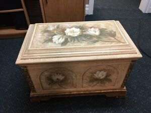 TABLE/ACCENT BOX/CHEST