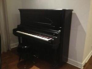 Accordeur spécialiste en réparation de piano.