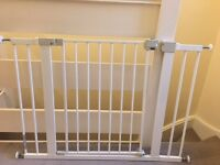 Excellent Baby Gate: Safety 1st Simply Close Pressure Fit Metal Gate - With 14cm Extension (£10)